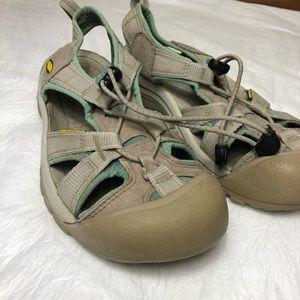 Keen Waterproof Closed Toe Sandals Sz 8.5